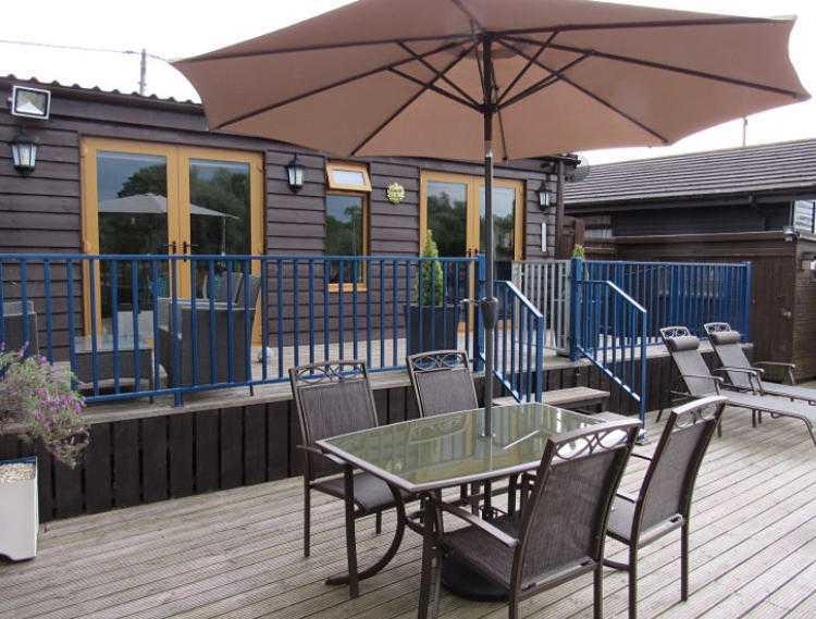 Norfolk broads holiday cottage decking area