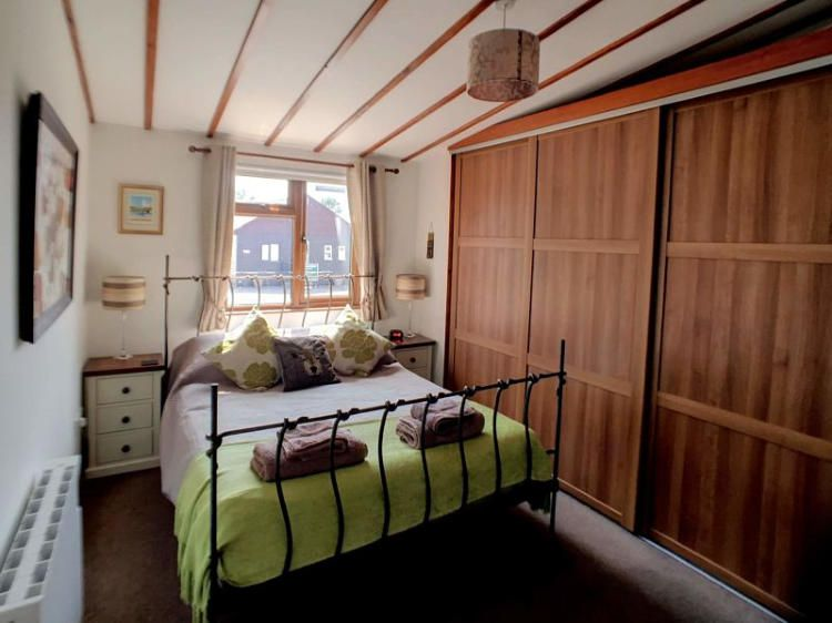 Norfolk Broads holiday cottage - Swallowdale double bedroom